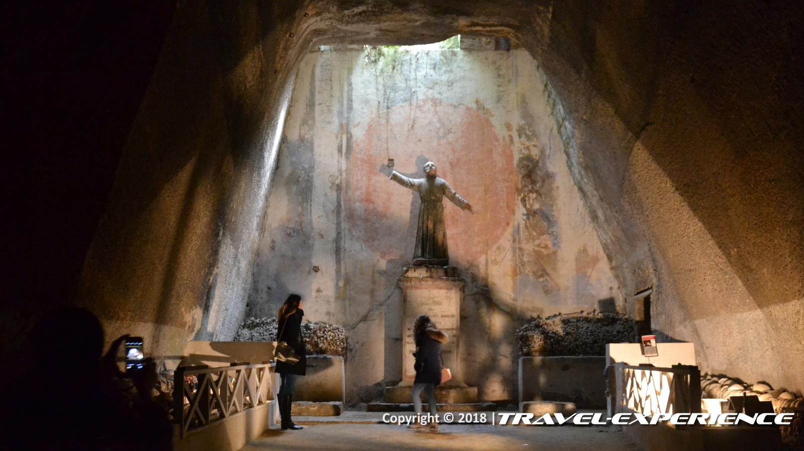 La Credenza Degli Untori : La vita al cimitero delle fontanelle na deep italy experience