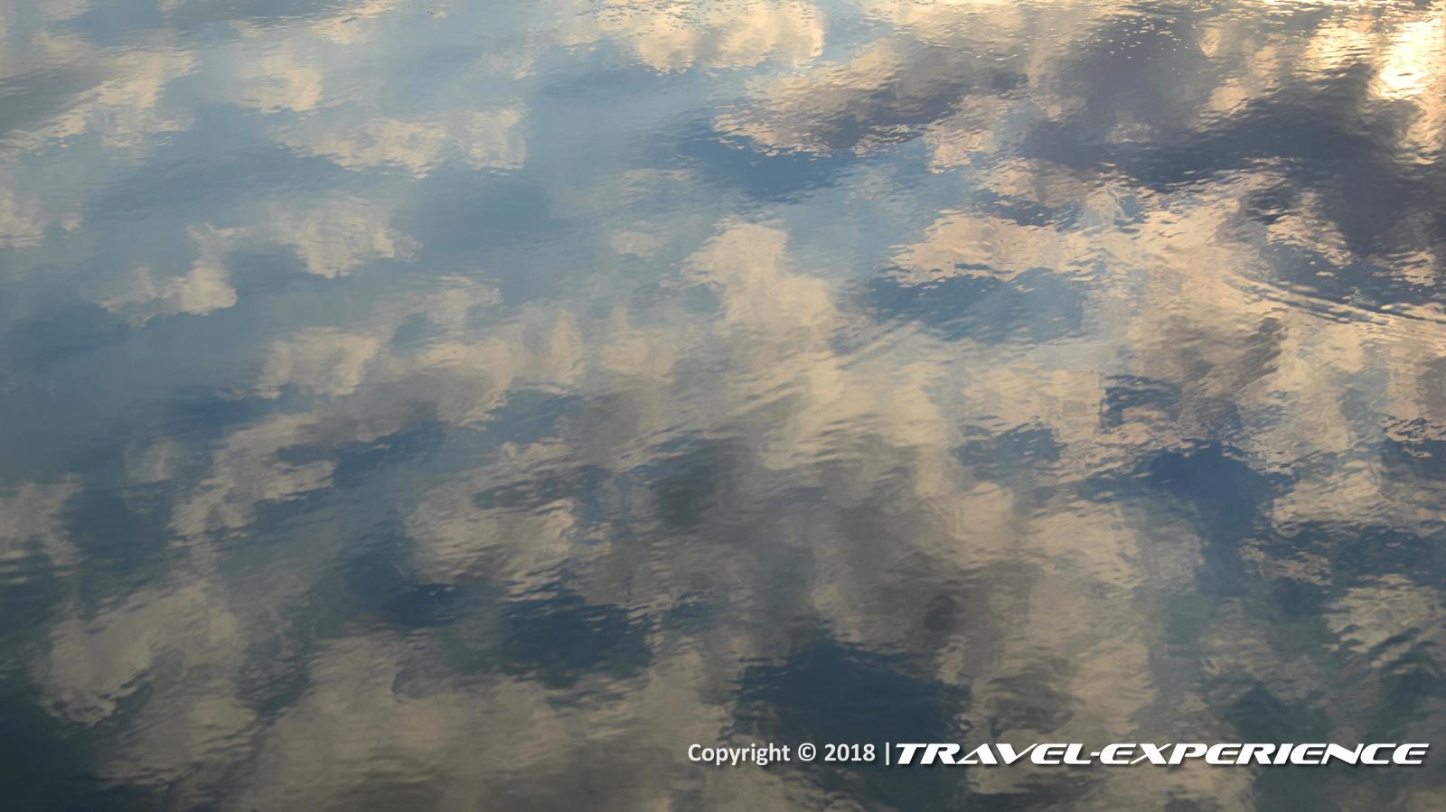 foto riflessi specchio d'acqua di fronte a Torre Mattoni