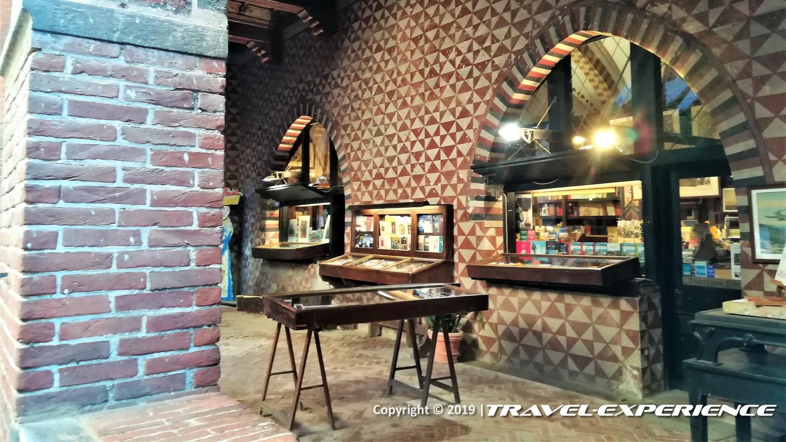 Portico e bottega del Borgo Valentino di Torino