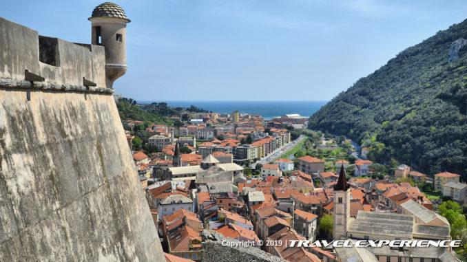 Finalborgo, Finale Ligure visto dalla Via Beretta