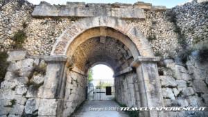 Portale d'ingresso dell'anfiteatro di Alba Fucens