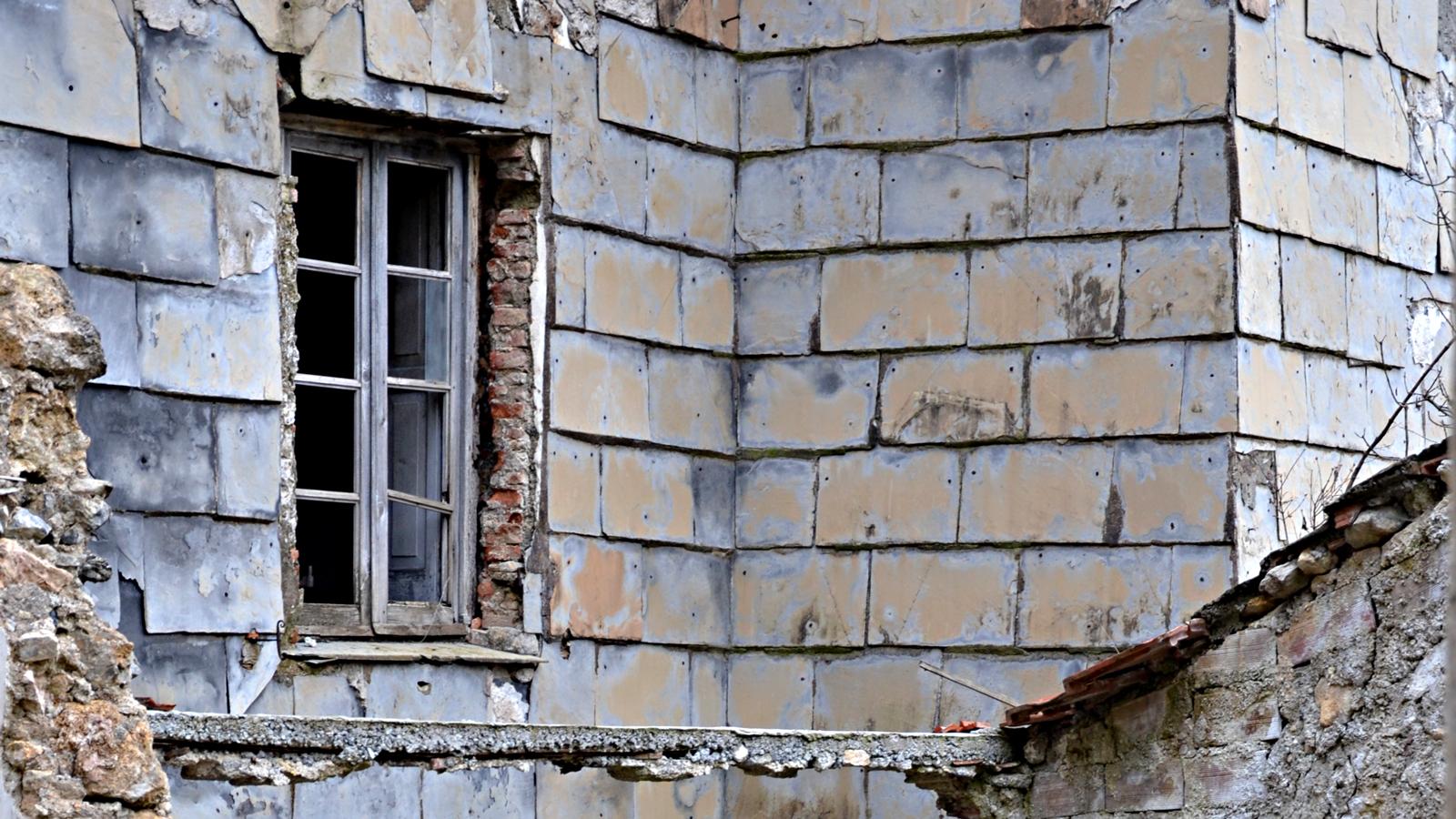 Foto di Balestrino, dettaglio casa diroccata