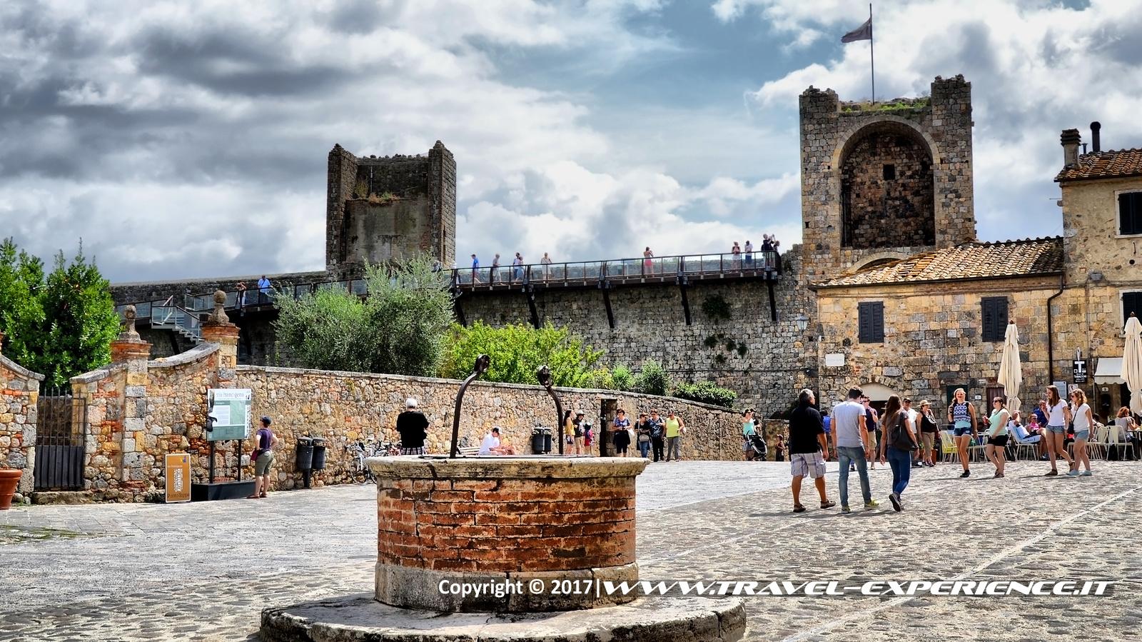 Foto piazza di Monteriggioni