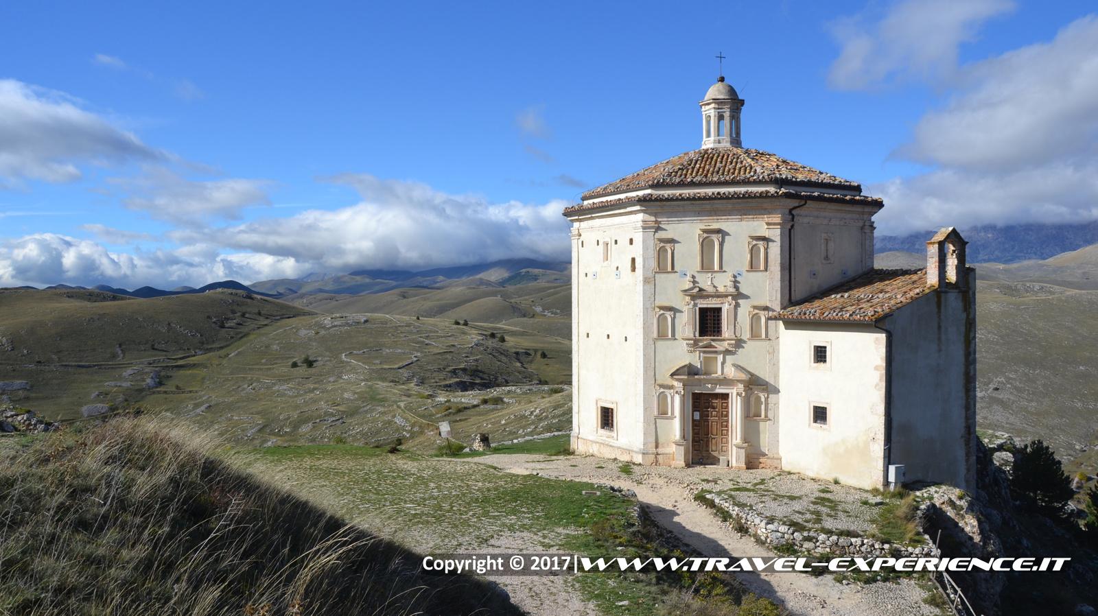 Foto tempietto a Rocca Calascio