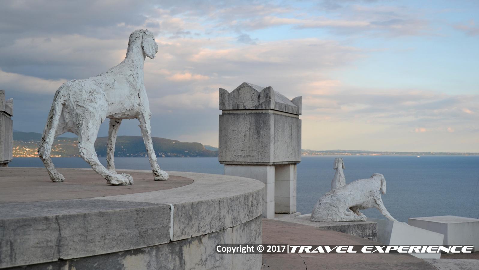 Foto Mausoleo dei Cani del Vittoriale