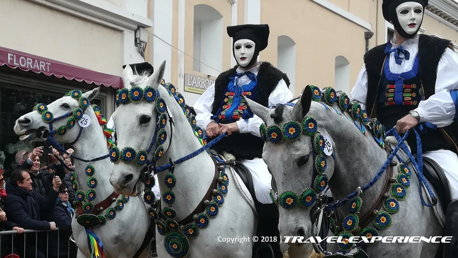 Foto cavalieri della Sartiglia di Oristano