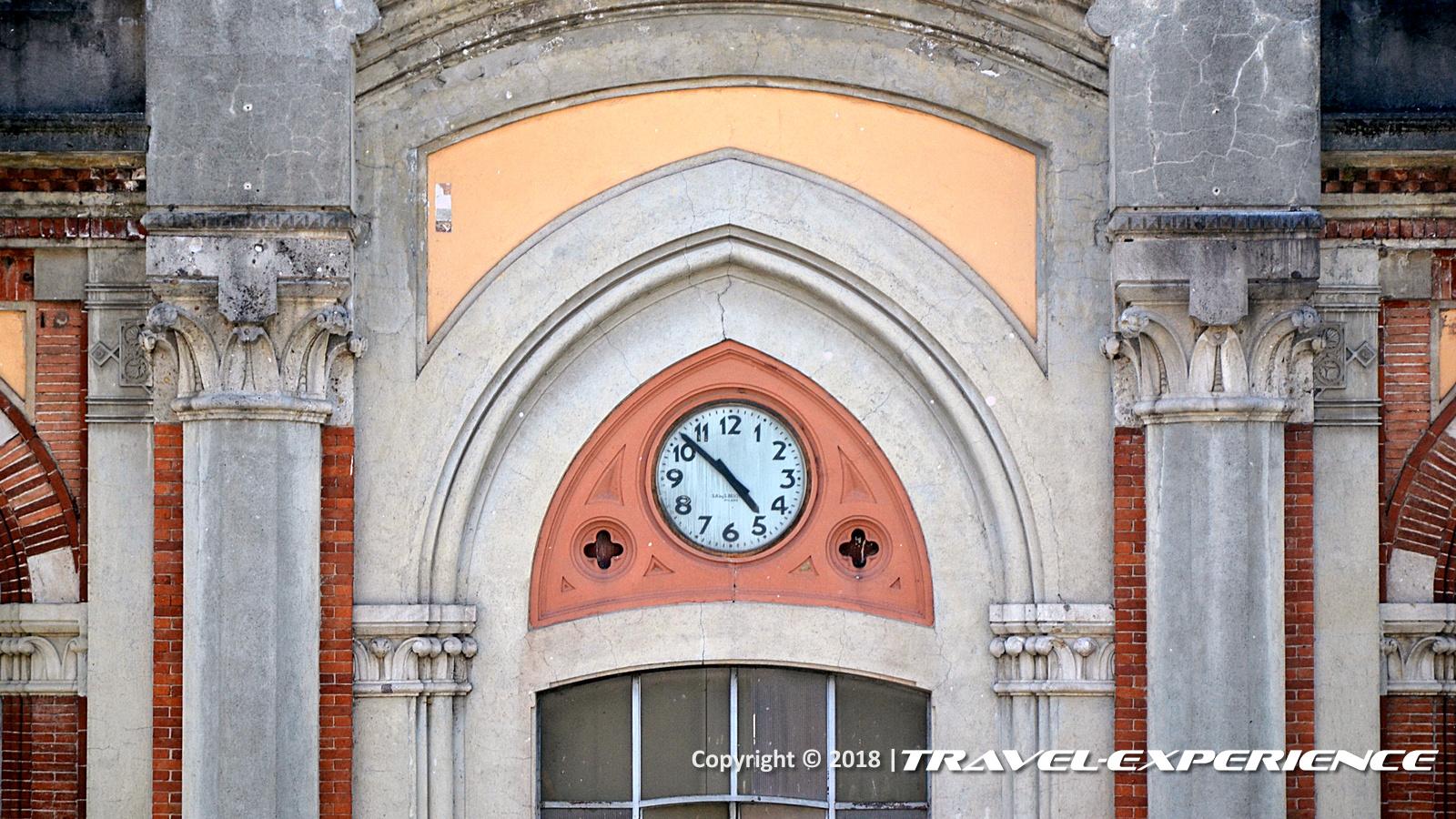foto orologio della fabbrica di Crespi d'Adda