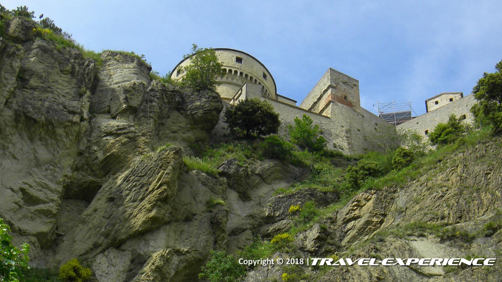 foto Rocca scarpata alla base della Rocca di San Leo