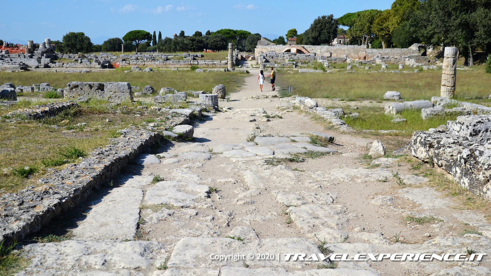 Strada romana nel sito archeologico di Paestum