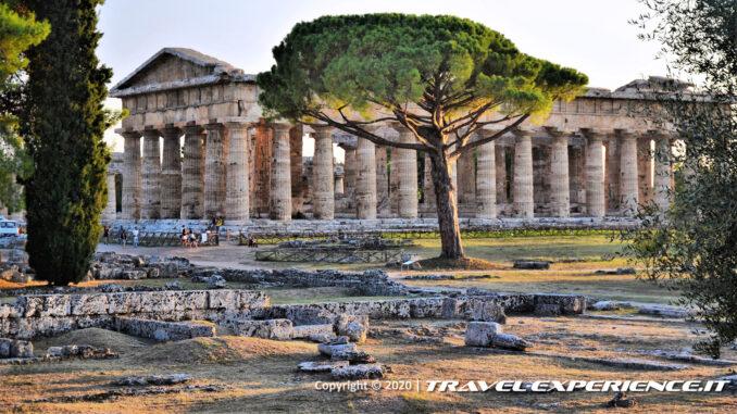 Sito archeologico di Paestum, tempio di Nettuno al tramonto