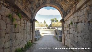 entrata dell'anfiteatro di Alba Fucens