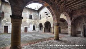 Castello di Malpaga, cortile