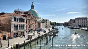 A sinistra si vede la cupola della Chiesa di San Simeon Piccolo di Venezia